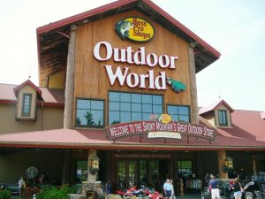 entrance-to-bass-pro
